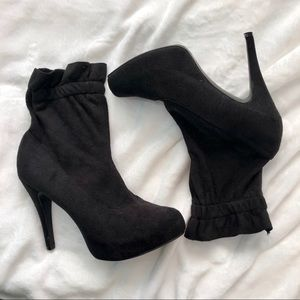 Chinese Laundry pull on black suede booties size 8
